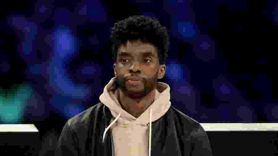 Chadwick Boseman durante o NBA All-Star ontem - Getty Images