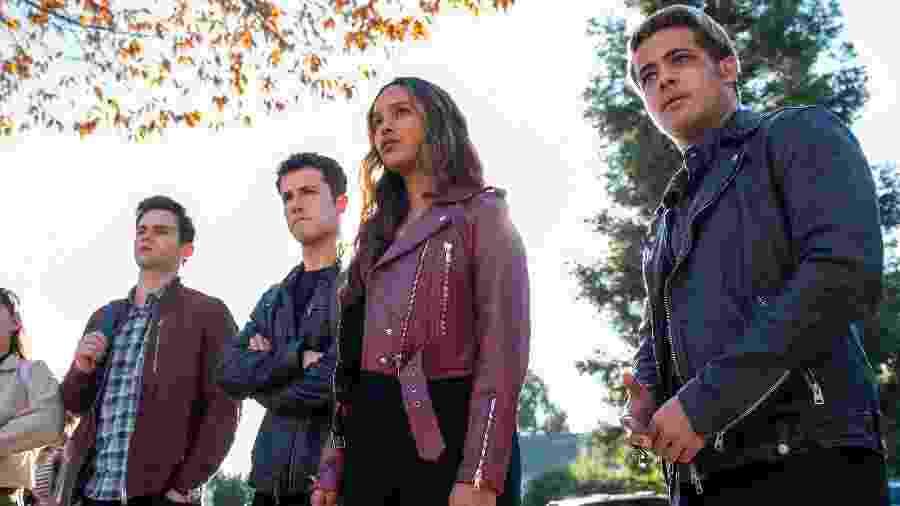 "Justin (Brandon Flynn), Clay (Dylan Minnette), Jess (Alisha Boe) e Tony (Christian Navarro) na quarta temporada de ""13 Reasons Why"" - David Moir/Netflix"