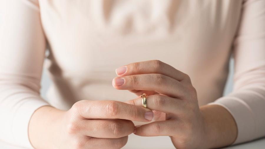 """""""Depois que descobri, nosso casamento acabou em dois meses"""" - iStock"""