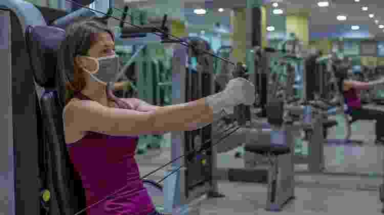 musculação com máscara, treino, exercício, pandemia - iStock - iStock
