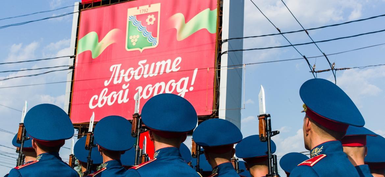 Soldados participam de cerimônia do Dia da Independência da Transdnístria - Corbis via Getty Images