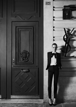 Imagem da campanha da coleção de alta-costura da Saint Laurent, a primeira de Hedi Slimane - Divulgação