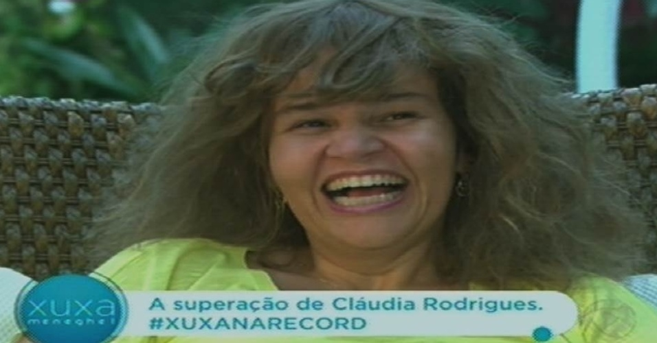"""19.out.2015 - Claudia Rodrigues usa peruca e fala sobre voltar a atuar em entrevista para Xuxa no """"Xuxa Meneghel"""""""