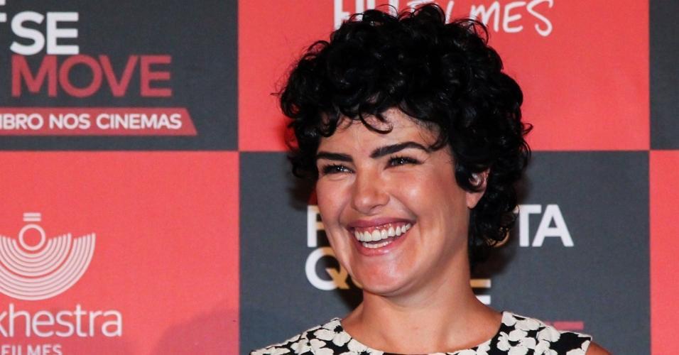 27.out.2015 - Ana Paula Arósio sorri ao apresentar seu mais novo trabalho, o filme