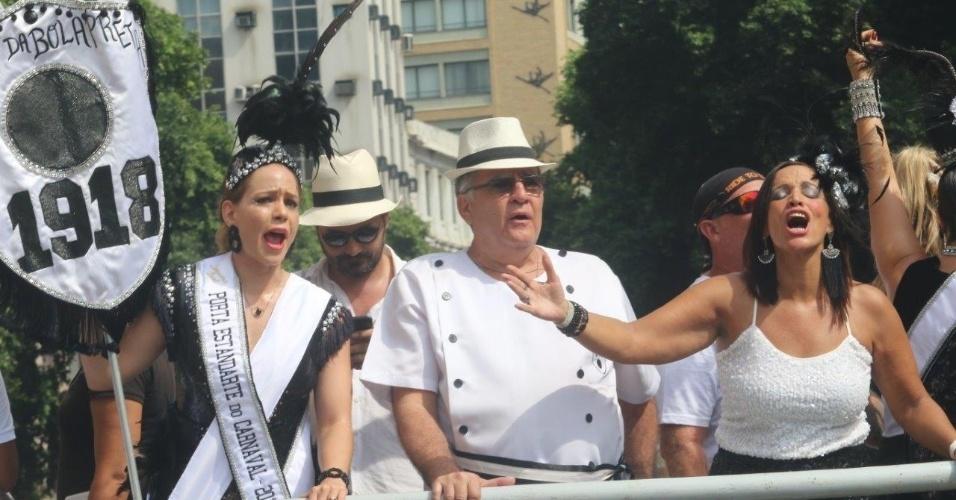 06.fev.2016 - A atriz Leandra Leal é a porta-estandarte do bloco Cordão da Bola Preta, o mais antigo do Rio de Janeiro.