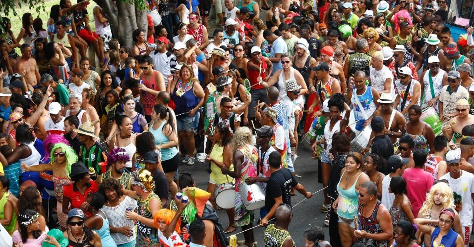 7.fev.2016 - O Bloco das Piranhas arrastou foliões pelo centro histórico de São João Del Rei (MG)