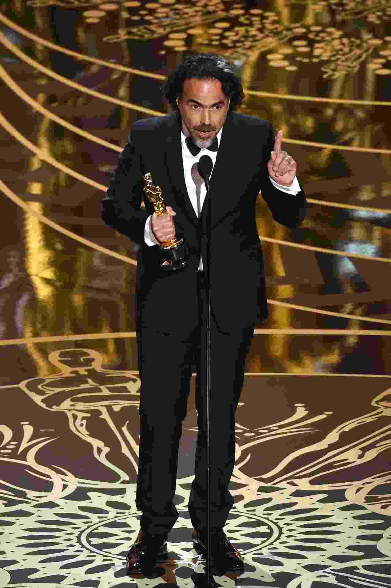28.fev.2016 - Alejandro Iñarritu agradece o prêmio de melhor direção no Oscar 2016 - Kevin Winter/Getty Images