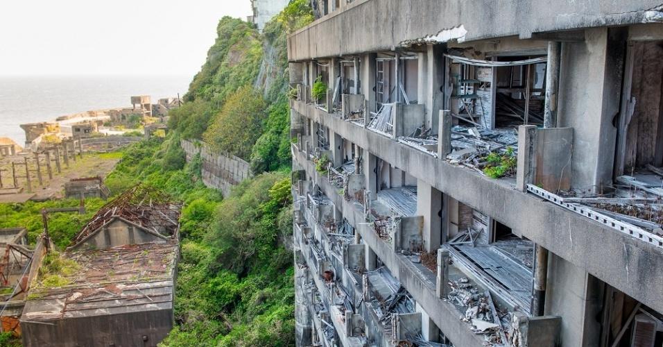 Atualmente, Gunkanjima parece uma cidade saída de uma guerra