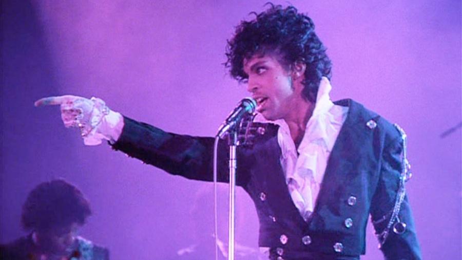 """Prince em cena do filme """"Purple Rain"""", que estrelou e compôs a trilha sonora - Reprodução"""