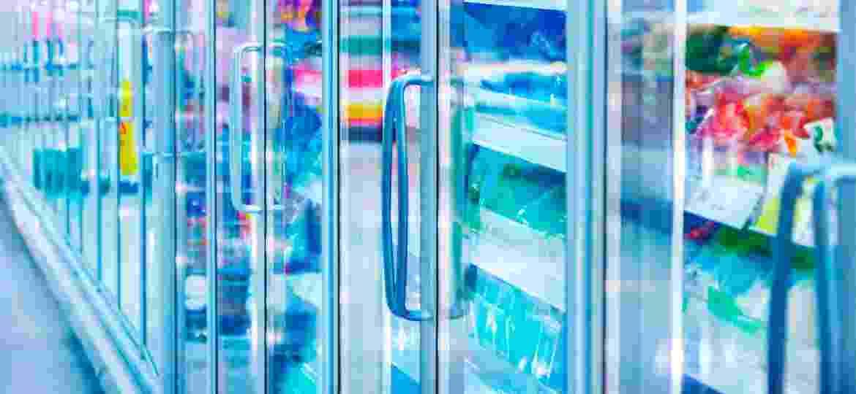 Sabe a prateleira de congelados do mercado? Então, é melhor você desviar dela se quiser reduzir o mineral da dieta  - iStock