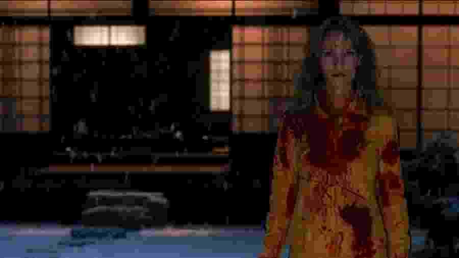"""Uma Thurman em cena de """"Kill Bill: Volume 1""""; sangue feito de corante vermelho, mel e glicose de milho - Divulgação"""