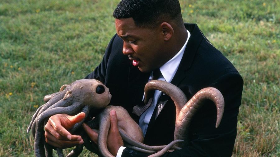 """Will Smith em cena de """"Homens de Preto"""" - Reprodução"""