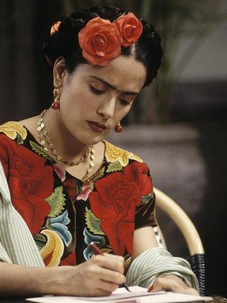 Salma Hayek no papel da pintora mexicana Frida Kahlo, papel que rendeu a atriz uma indicação ao Oscar - Divulgação