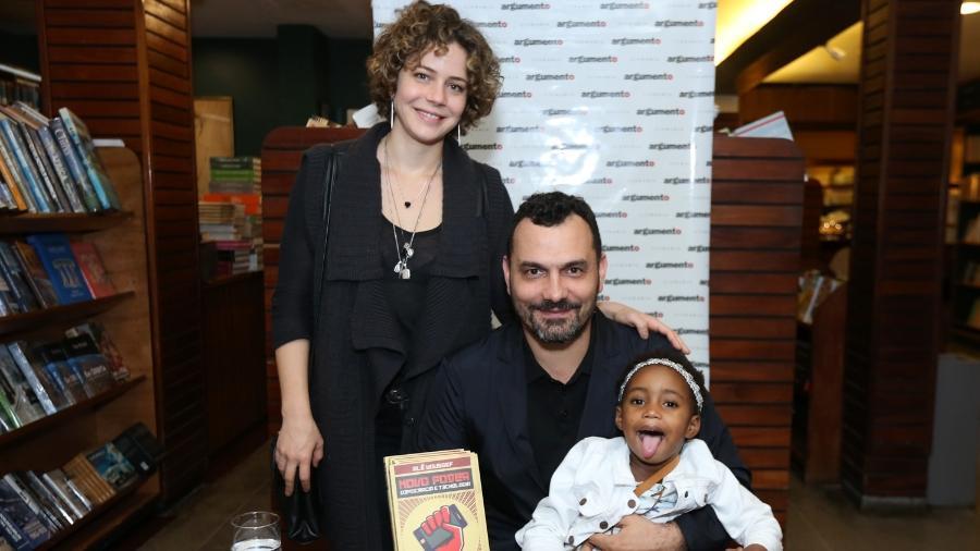 """Leandra Leal leva a filha Julia ao lançamento do livro """"Novo Poder"""" do marido Ale Youssef no Leblon, zona sul do Rio - Roberto Filho/Brazil News"""