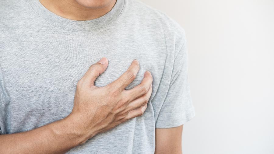 Não pular o café da manhã, dormir bem e tomar água durante o exercicio evitam problemas do coração - iStock