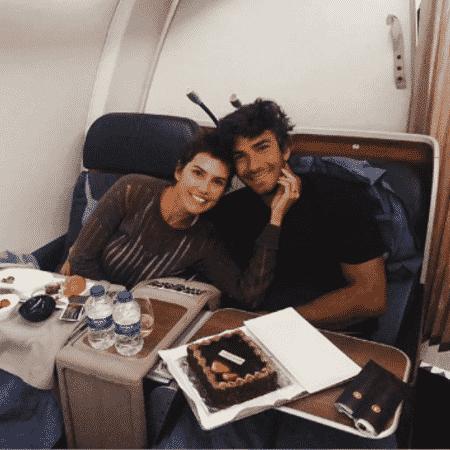 Deborah Secco comemora 39 anos ao lado do marido, o ator Hugo Moura - Reprodução/Instagram