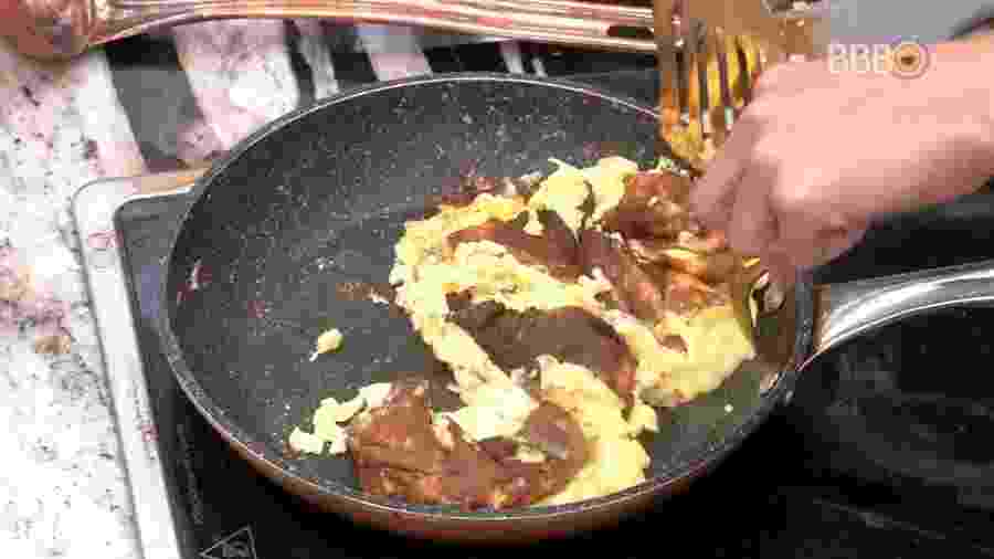 Paula erra receita de omelete na noite de hoje - Reprodução/Globoplay