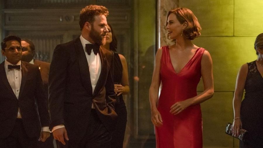 Cena do filme Casal Improvável com Seth Rogen e Charlize Theron - Divulgação