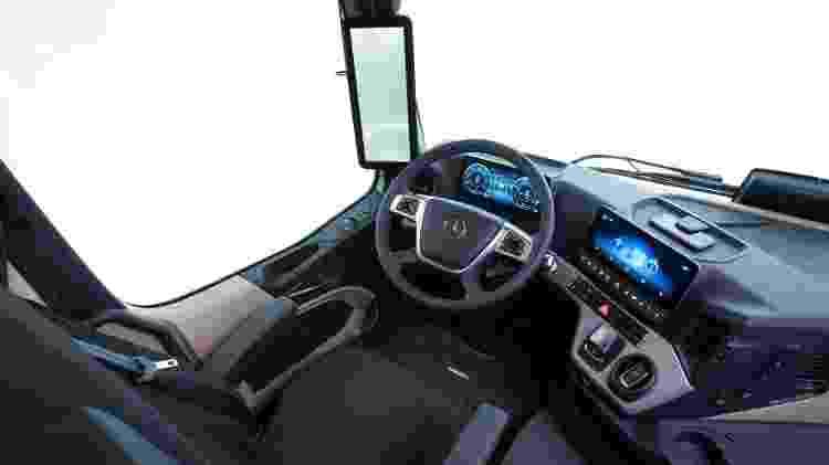 Mercedes-Benz Actros MirrorLink cabine - Divulgação - Divulgação