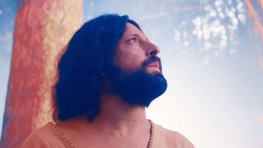 Gregório Duvivier é Jesus gay em especial de fim de ano do Porta dos Fundos na Netflix - Reprodução/Netflix