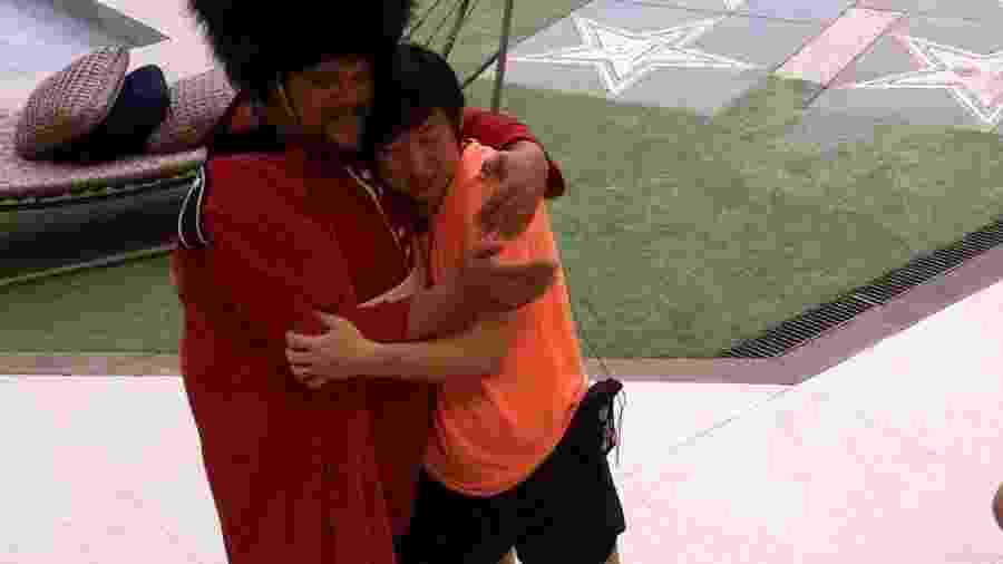 BBB 20: Babu abraça Pyong - Reprodução/Globoplay