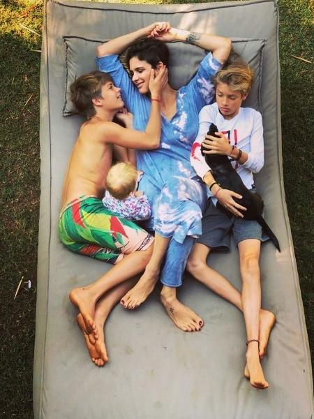 Fernanda Lima surge de cabelo curtinho em foto com filhos - Reprodução/Instagram