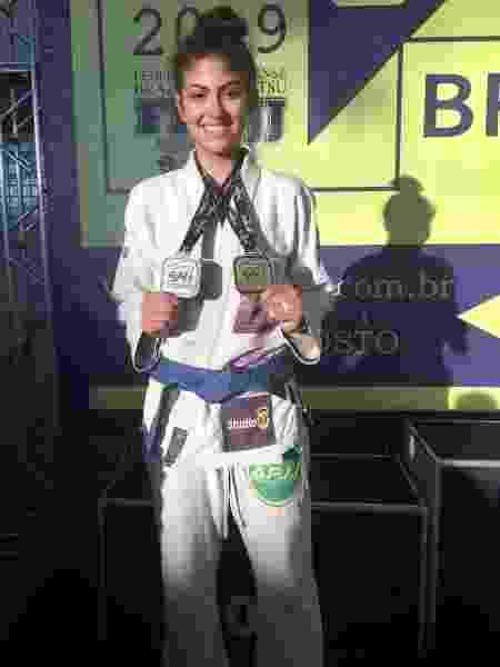 Sandy com quimono após vencer competição - Arquivo Pessoal - Arquivo Pessoal