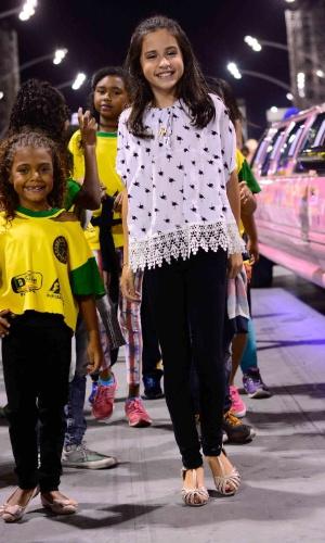 16.jan.2016 - A atriz mirim Bianca Paiva também participou do ensaio técnico da Unidos do Peruche, ao lado de outras crianças.