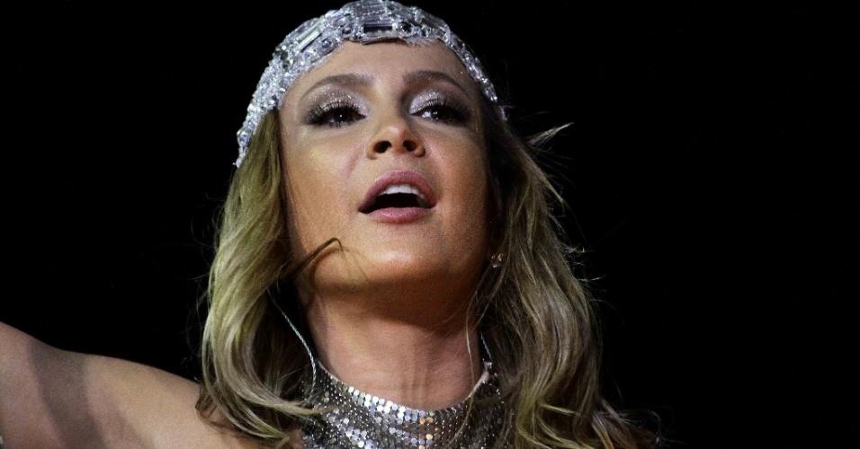 """9.fev.2016 - Claudia Leitte canta """"Largadinho"""" em seu trio que leva o nome da música, no circuito Barra-Ondina"""
