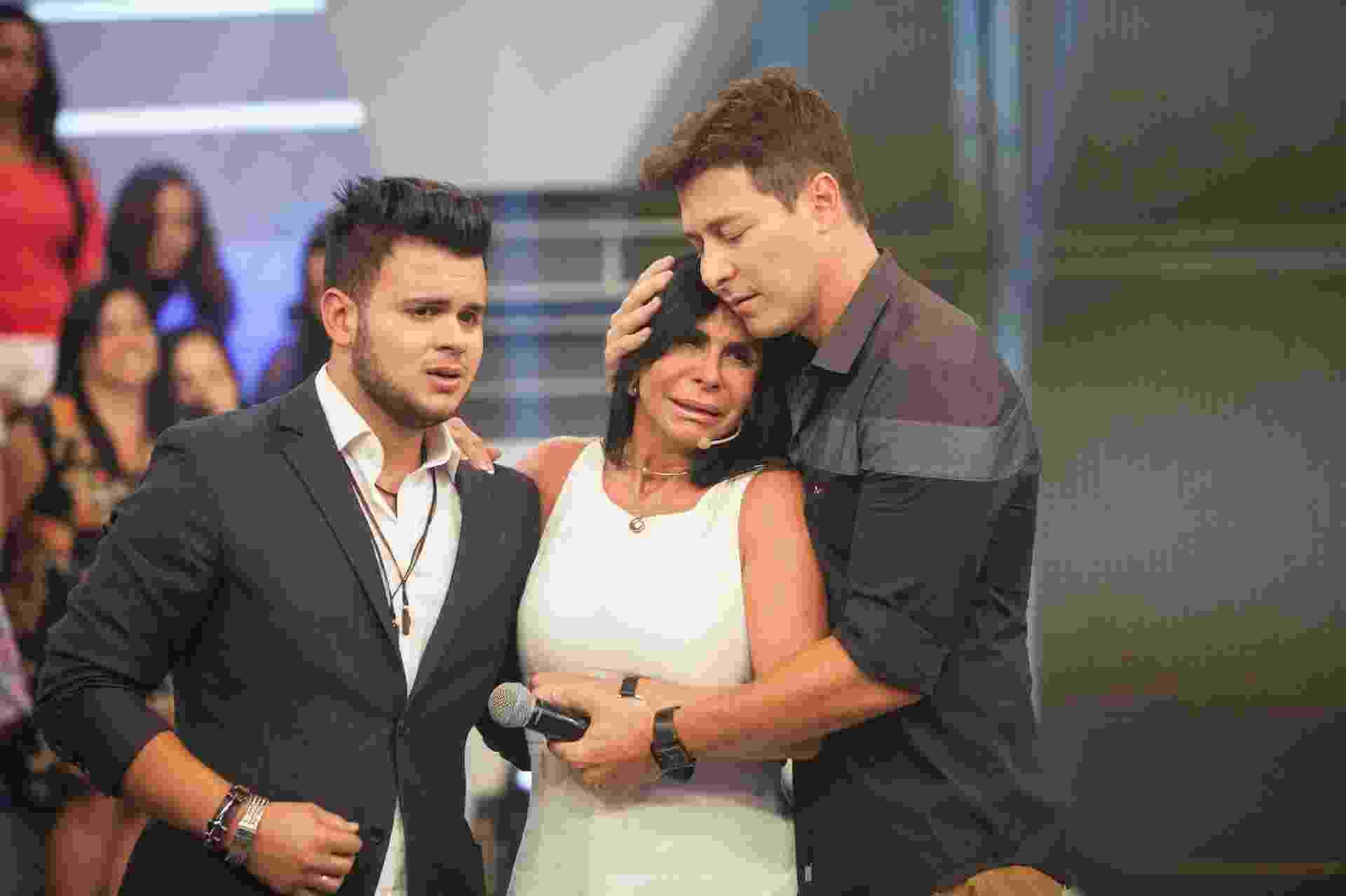 """Gretchen reencontrou o filho Gabriel que ela não via há cinco anos no programa """"A Hora do Faro"""". A cantora revelou recentemente em seu canal do Youtube que foi afastada do jovem por causa do pai dele - Edu Moraes/Record TV"""
