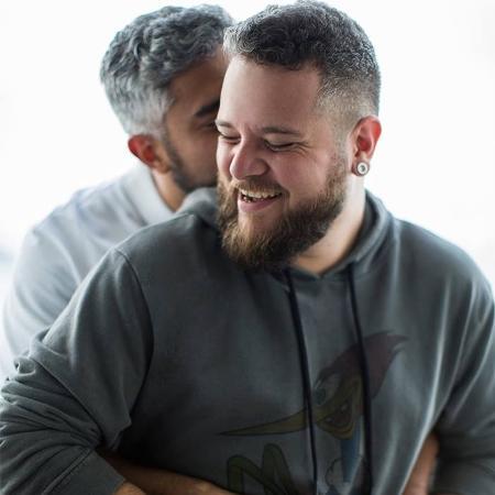 O casal Victor e João, cuja história foi contada em campanha do Dia dos Namorados - Reprodução/Facebook