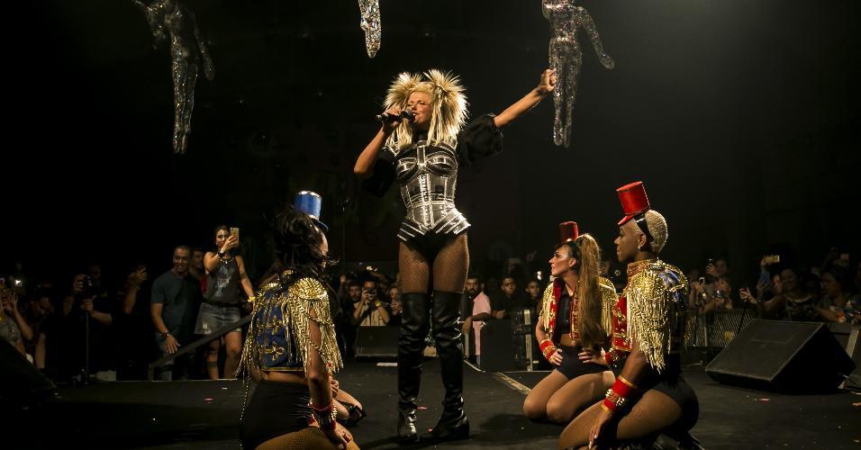 27.jan.2018 - A apresentadora Xuxa Meneghel se apresentou na festa pós-desfile do Spanta Neném, que aconteceu na Sociedade Hípica Brasileira, na Lagoa, zona sul da cidade do Rio de Janeiro