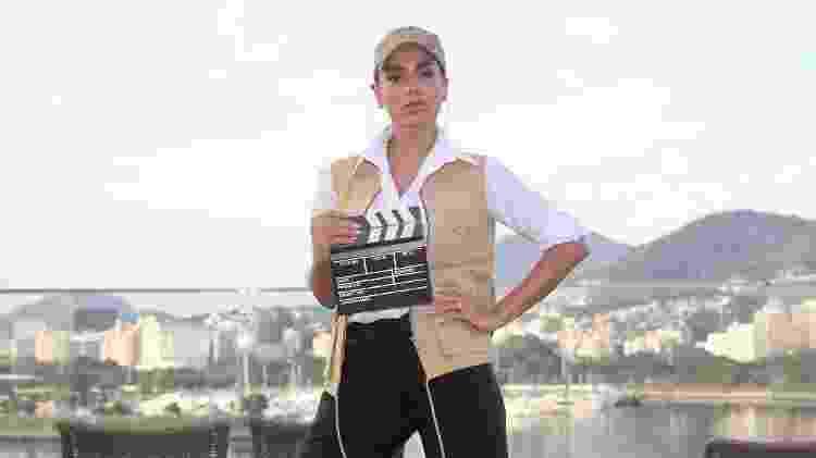 """Antes de subir no bloco, Anitta falou com jornalistas vestida de """"diretora"""" de seus clipes - Manuela Scarpa/Brazil News"""
