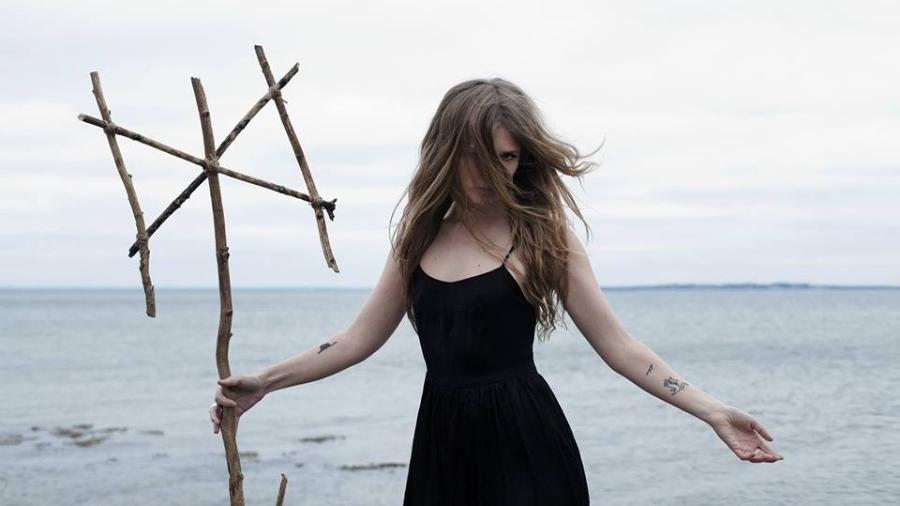 """Amalie Bruun é a responsável pela """"banda de uma mulher só"""" Myrkur - Reprodução/Facebook"""
