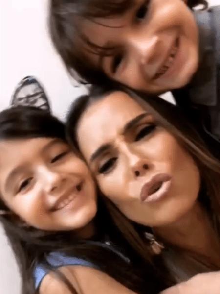 """Rafaela Brasil, Deborah Secco e Thales Miranda nos bastidores de """"Segundo Sol"""" - Reprodução/Instagram"""