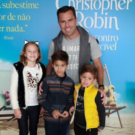 Rodrigo Bocardi e clicado com os filhos no cinema - Marcos Ribas/Brazil News