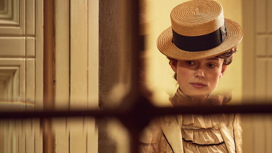 """Keira Knightley em cena do filme """"Colette"""" - Reprodução"""