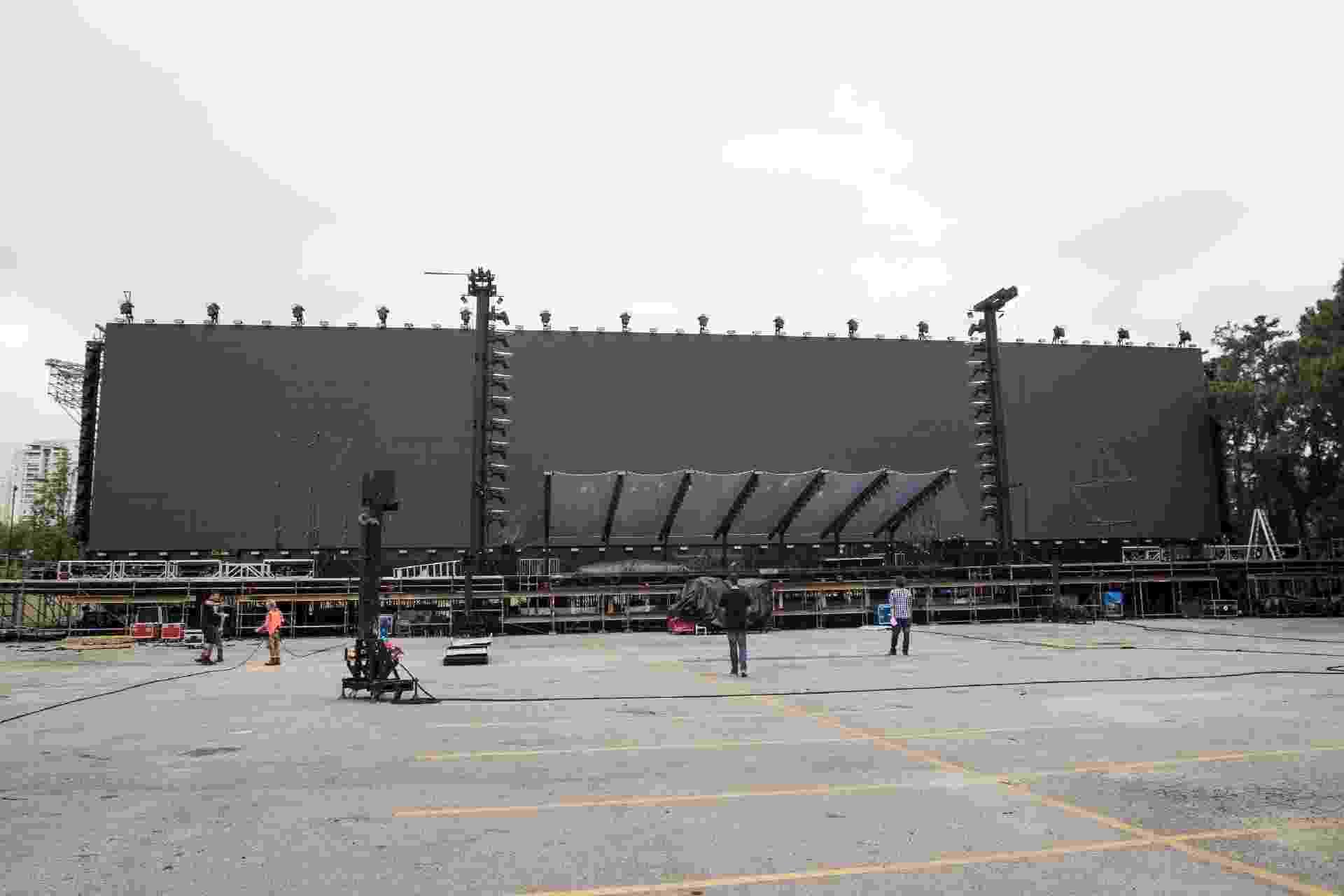 Detalhe da montagem do palco de Roger Waters, montado para ensaio técnico no Credicard Hall, zona sul de São Paulo - Simon Plestenjak/UOL
