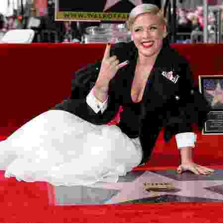 Cantora Pink, quando ganhou estrela na Calçada da Fama, em fevereiro - REUTERS/Mike Blake
