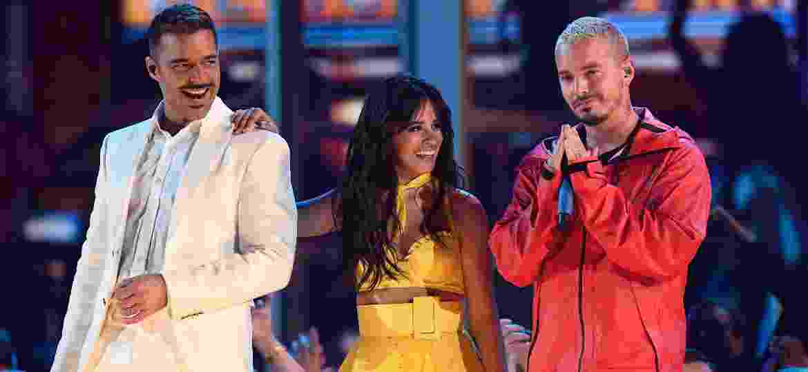 Ricky Martin, Camila Cabello e J Balvin no palco do Grammy 2019 - Getty Images