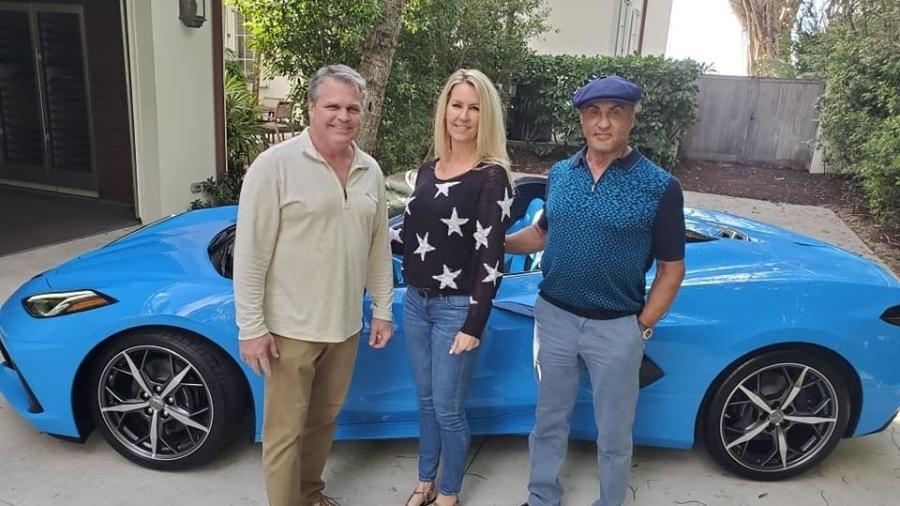 Sylvester Stallone com Corvette C8 - Divulgação