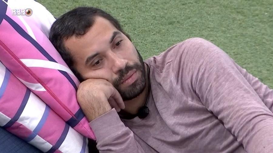 BBB 21: Gilberto não esconde medo de sair em paredão com Camilla e Pocah - Reprodução/Globoplay