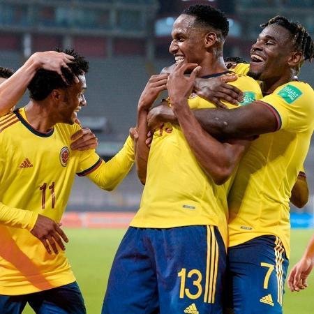 Jogadores da Colômbia comemoram gol de Mina sobre Peru nas Eliminatórias - Divulgação/Federação Colombina (@FCFSeleccionCol)