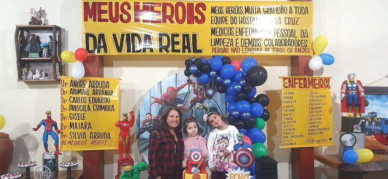 """Aniversário de um ano de Vitor Leonardo teve o tema """"meus heróis da vida real"""", homenageando a equipe do Vera Cruz Hospital, em Campinas - Arquivo pessoal"""