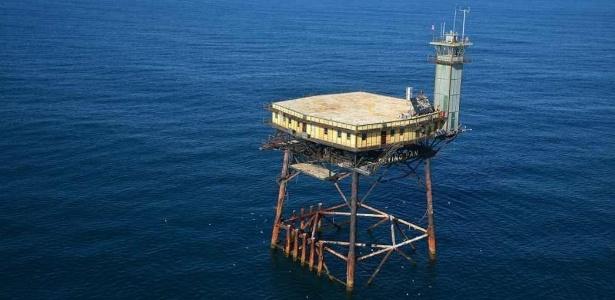 Visão aérea do Frying Pan Tower, no meio do oceano Atlântico - Divulgação/Frying Pan Tower