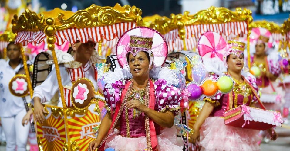 6.fev.2016 - Ala da Nenê de Vila Matilde faz referência ao cinema. A escola homenageou a atriz Cláudia Raia no desfile deste ano