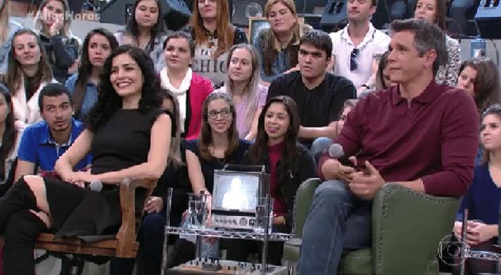 5.jun.2016 - Letícia Sabatella e Márcio Garcia debatem política