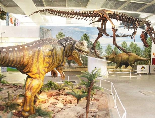 O temido Tiranossauro Rex, de 12 metros de altura, e outros dinos do Sabina Escola Parque do Conhecimento - Divulgação