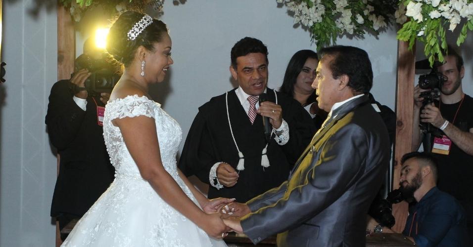 Elis e Luiz Carlos se casam um espaço batizado de Reality Festa,
