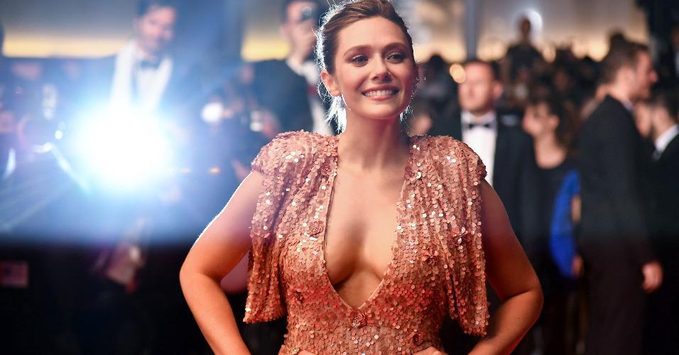 O decotão da atriz Elizabeth Olsen atraiu a atenção de todos ao chegar no tapete vermelho do Festival de Cannes
